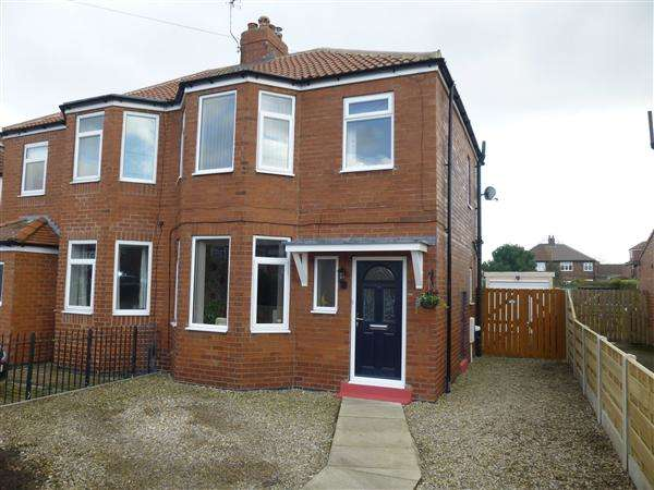 3 Bedrooms Semi Detached House for sale in Albion Avenue, Acomb, York