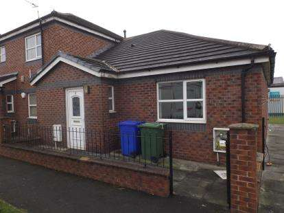 2 Bedrooms Bungalow for sale in Essoldo Close, Manchester, Greater Manchester