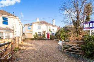 4 Bedrooms Detached House for sale in Shalmsford Street, Chartham, Canterbury, England