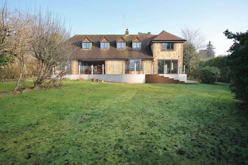 5 Bedrooms Detached House for sale in Melton Avenue, Storrington