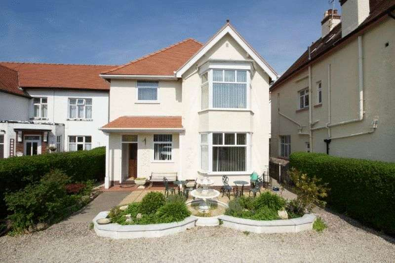 4 Bedrooms Flat for sale in Trinity Avenue, Llandudno, North Wales, LL30 2TQ