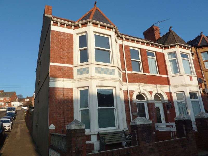 3 Bedrooms Semi Detached House for sale in Earlswood House, Gladstone Road, Barry