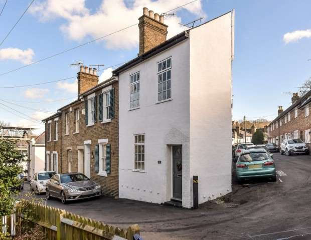 2 Bedrooms End Of Terrace House for sale in Wellington Terrace, Harrow on the Hill, HA1