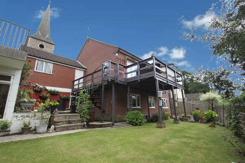 4 Bedrooms Detached House for sale in Bures Road, Great Cornard
