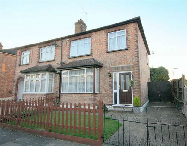 3 Bedrooms Semi Detached House for sale in Fairholme Road, Ashford, Surrey