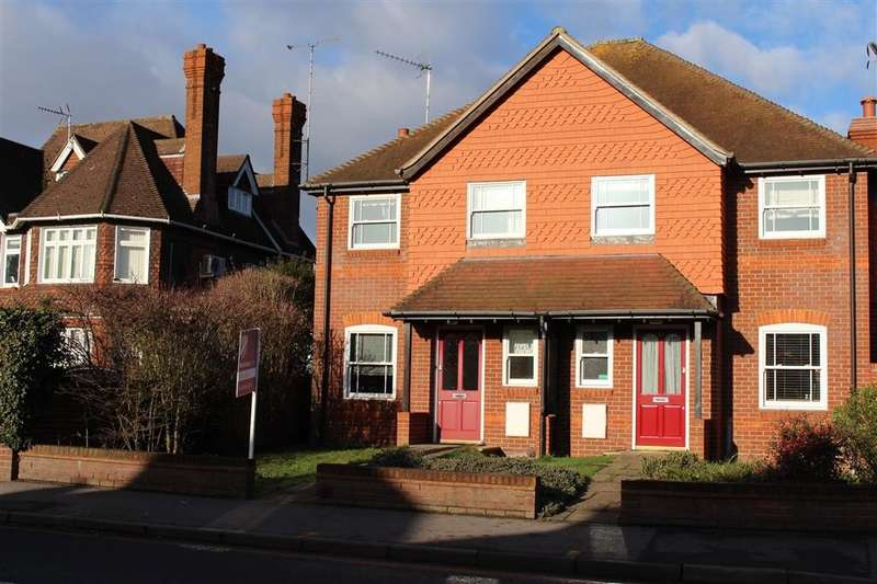 3 Bedrooms Semi Detached House for sale in Reading Road, Pangbourne, Reading, RG8