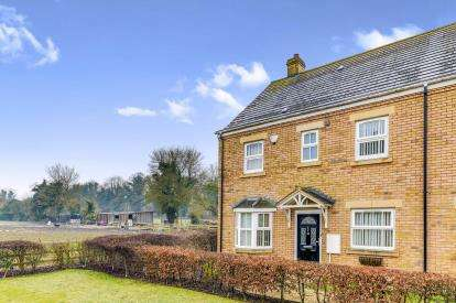 4 Bedrooms Semi Detached House for sale in Weavers Orchard, Arlesey, Bedfordshire