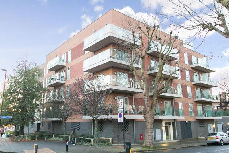 2 Bedrooms Flat for sale in Rosemont Road, London W3