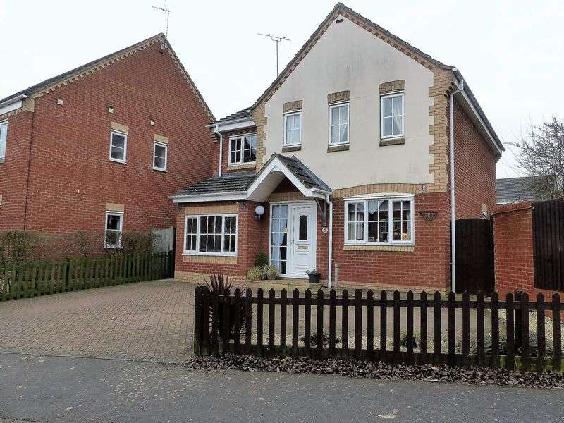 4 Bedrooms Detached House for sale in Lang Farm, Daventry, NN11 0GF