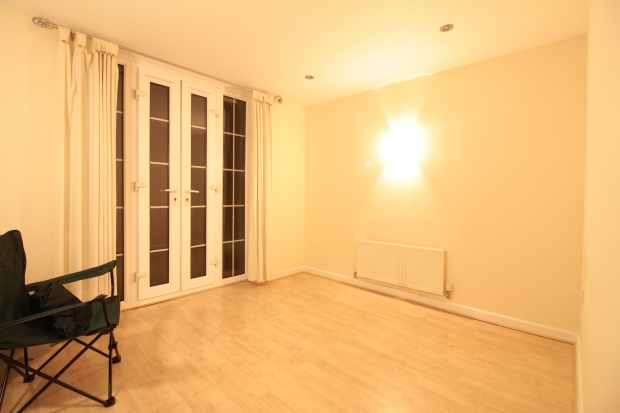 2 Bedrooms Apartment Flat for sale in Edgar House, Doncaster, South Yorkshire, DN4 7AW