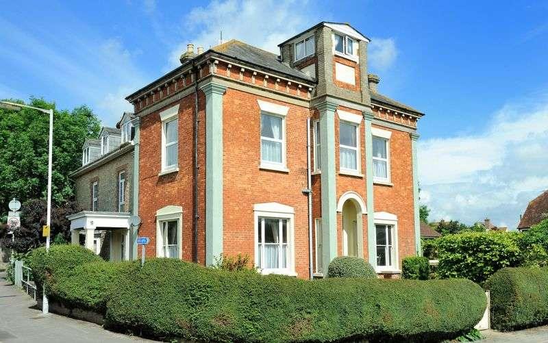 6 Bedrooms Semi Detached House for sale in Queen Street, Gillingham
