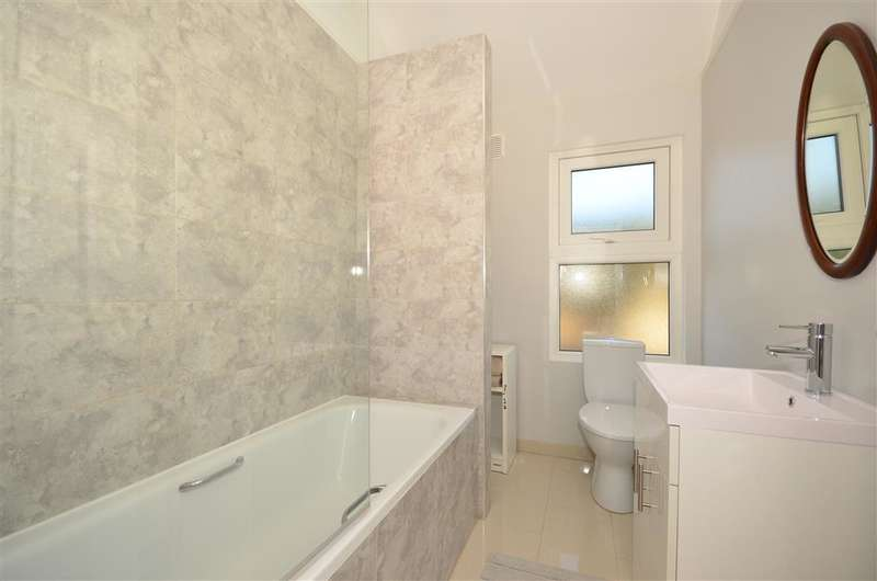 3 Bedrooms Terraced House for sale in Sutherland Road, Croydon, Surrey