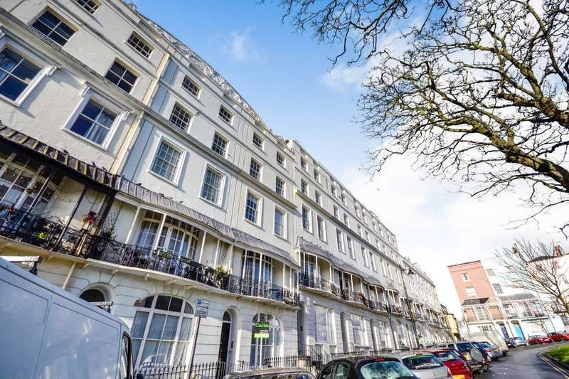 2 Bedrooms Flat for sale in Wellington Square, Hastings, TN34