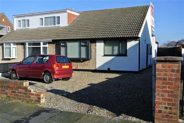 2 Bedrooms Bungalow for sale in Cotswold Road, Blackpool