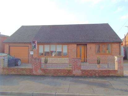 3 Bedrooms Bungalow for sale in Causeway Avenue, Fulwood, Preston, Lancashire, PR2