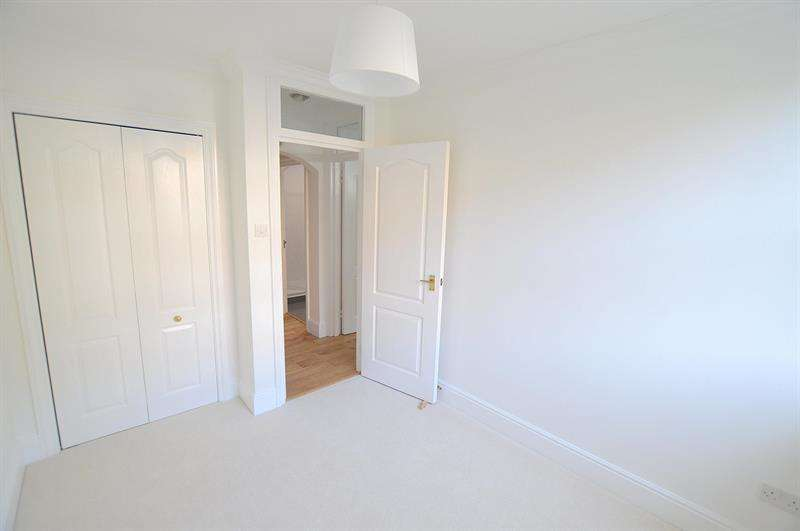 2 Bedrooms Apartment Flat for sale in Westfield House, Wimborne