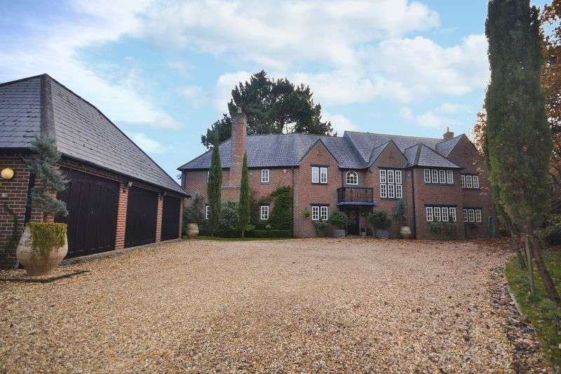 4 Bedrooms Detached House for sale in The Manor House, Matchams Close, Ringwood