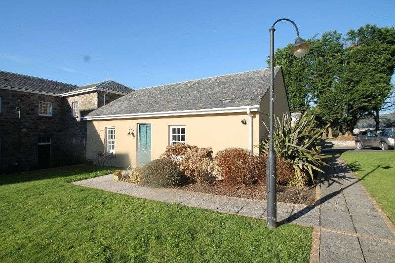 2 Bedrooms Semi Detached Bungalow for sale in Retreat Court, ST COLUMB MAJOR