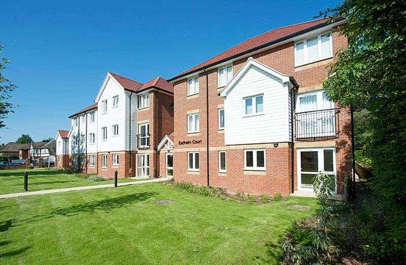 1 Bedroom Flat for sale in Eadhelm Court: **MUST BE VIEWED TO APPRECIATE** JULIET BALCONY OVERLOOKING REAR GARDENS