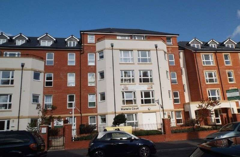 2 Bedrooms Flat for sale in Martello Court: PRIVATE DECKED BALCONY **VIEWING HIGHLY RECOMMENDED**