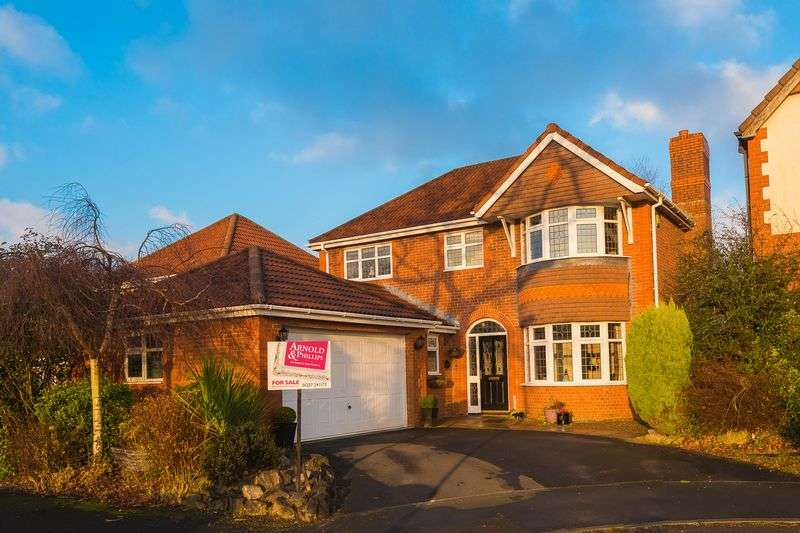 4 Bedrooms Detached House for sale in Great Wood Close, Chorley