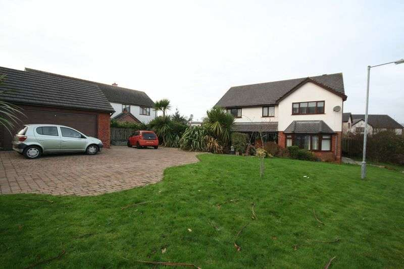 5 Bedrooms Detached House for sale in Benllech, Anglesey