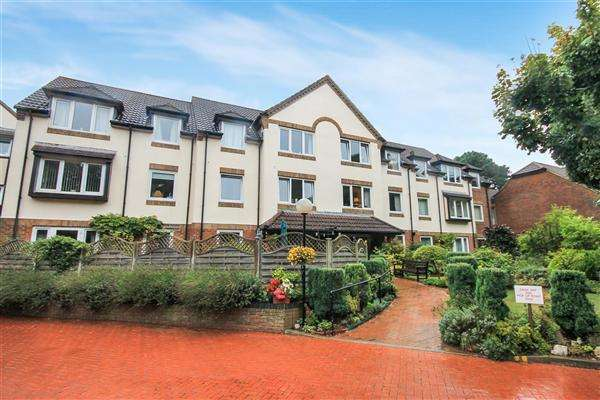 2 Bedrooms Flat for sale in Queens Park West Drive, Queens Park, Bournemouth