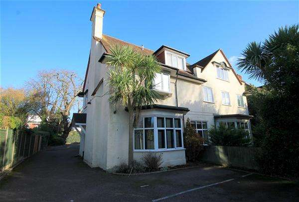 2 Bedrooms Flat for sale in Portchester Road, Bournemouth