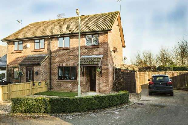 3 Bedrooms Semi Detached House for sale in Magill Close Spencers Wood Reading