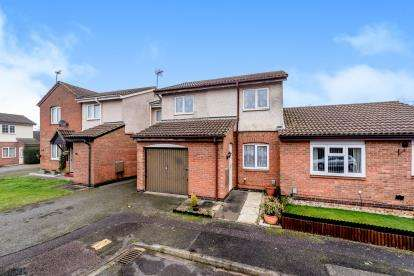 3 Bedrooms Terraced House for sale in Tinsley Close, Clapham, Bedford, Bedfordshire