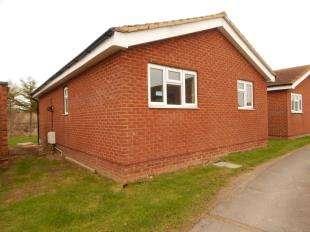 2 Bedrooms Bungalow for sale in Saddlebrook Park/Oasis Village, Warden Bay, Sheerness, Kent