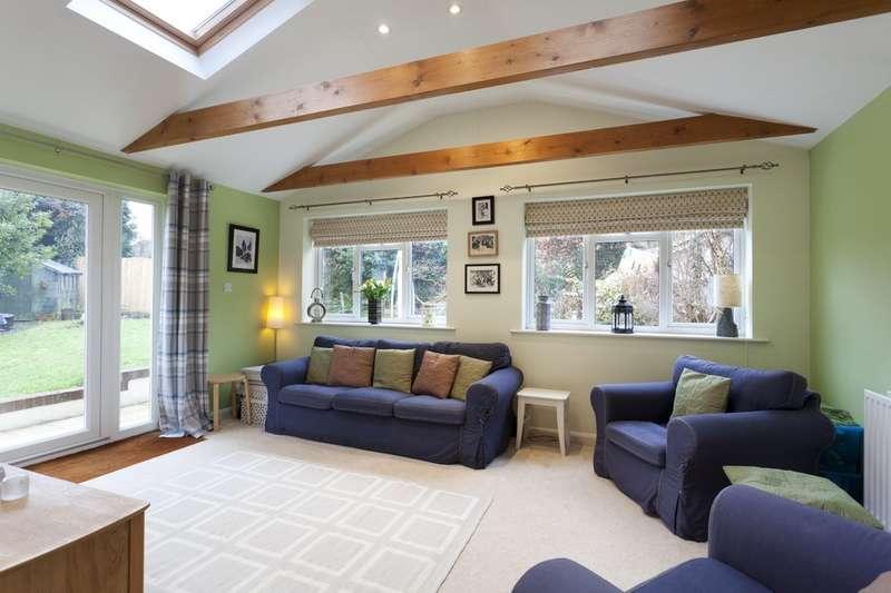4 Bedrooms Semi Detached House for sale in Ingram Close, Horsham