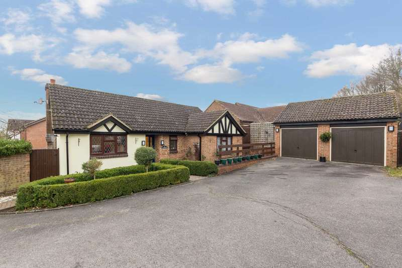 3 Bedrooms Detached Bungalow for sale in Hill View, Berkhamsted