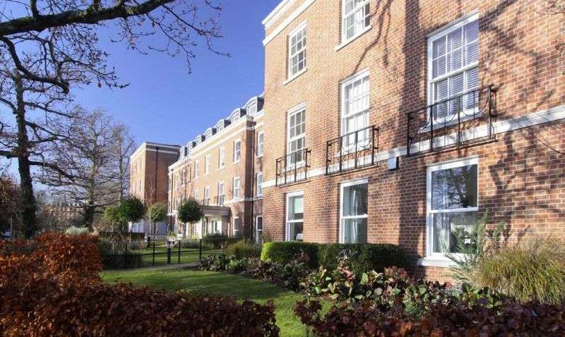 2 Bedrooms Flat for sale in Peel Court : Assisted Living retirement apartment - GREAT LOCATION / TAILORED CARE IF REQUIRED