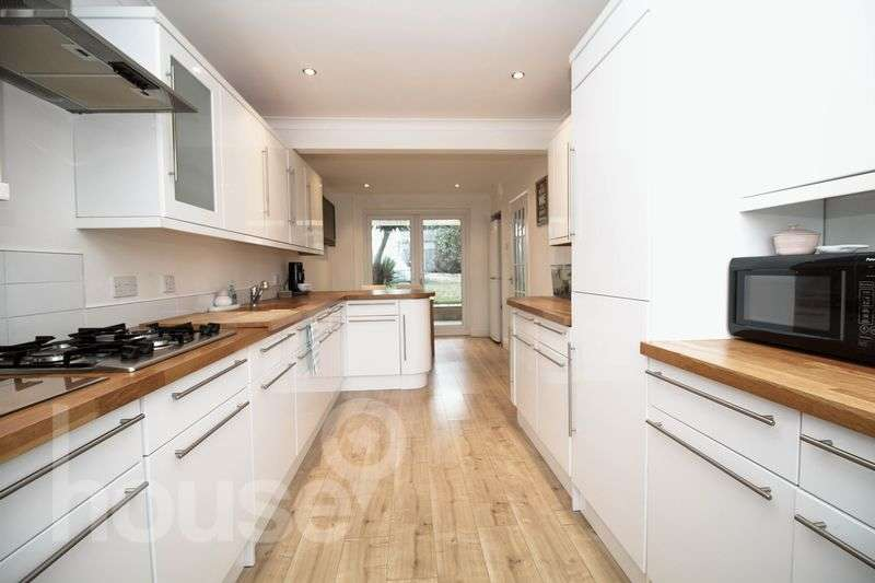 3 Bedrooms Semi Detached House for sale in Wards Hill Road, Minster on Sea