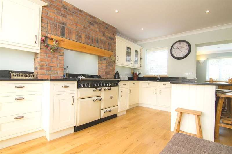 4 Bedrooms Detached House for sale in New Road, Porthcawl