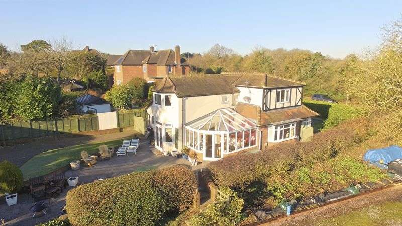 4 Bedrooms Detached House for sale in Coombe Lane, High Wycombe