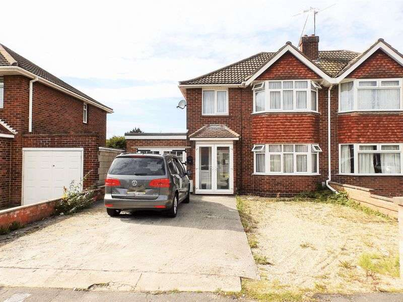 3 Bedrooms Semi Detached House for sale in Bucklebury Close, Stratton St Margaret