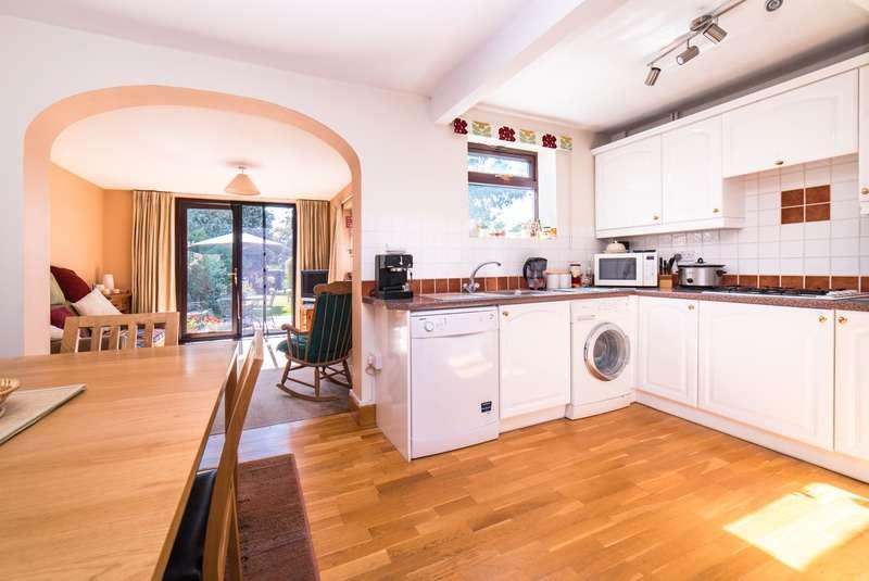 4 Bedrooms Semi Detached House for sale in Westfield Road, Slough, Berkshire, SL2