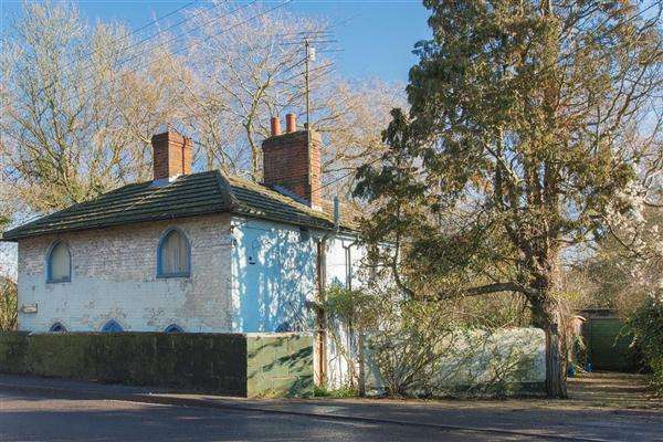 2 Bedrooms Detached House for sale in Shalmsford Bridge Cottage, Canterbury Road, Chilham