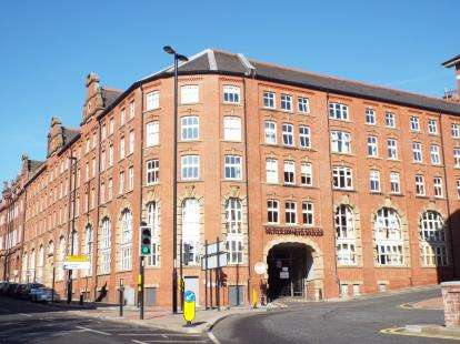 3 Bedrooms Flat for sale in Pandongate House, City Road, Newcastle Upon Tyne, Tyne and Wear, NE1