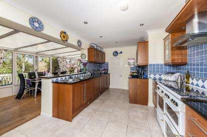 4 Bedrooms Bungalow for sale in Dartmouth, Devon