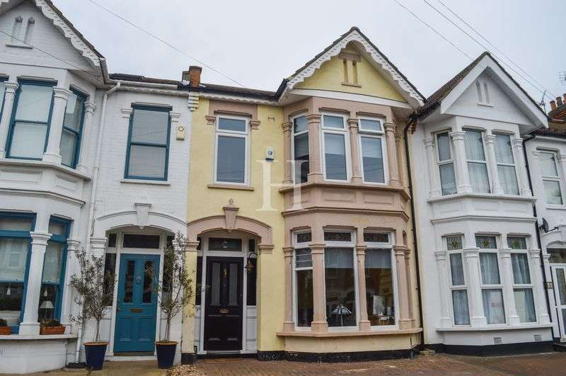 3 Bedrooms Terraced House for sale in Wimborne Road, Southend-On-Sea, Essex, SS2
