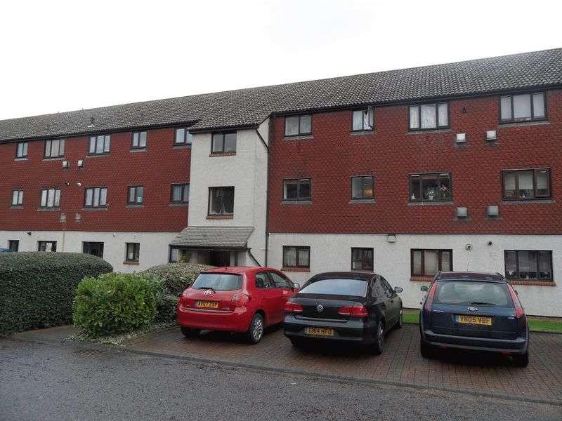1 Bedroom Flat for sale in One Bedroom First Floor Flat in Haywards, Teviot Avenue, Aveley, Essex