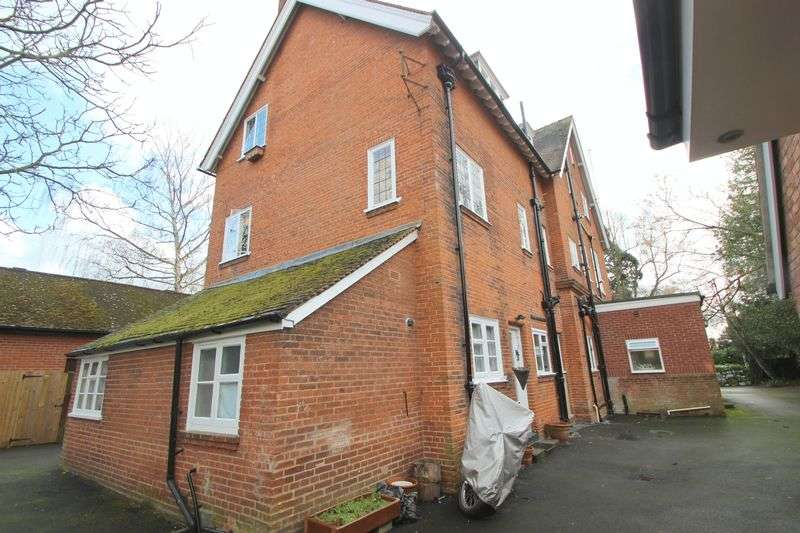 1 Bedroom Flat for sale in St. Gregorys Road, Stratford-Upon-Avon