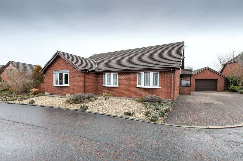 5 Bedrooms Detached Bungalow for sale in Redhill Grove, Chorley, PR6 8TU