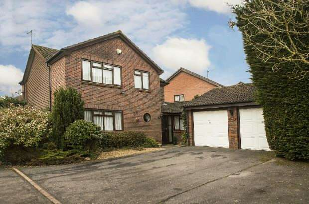 4 Bedrooms Detached House for sale in Beech Lane, Earley, Reading