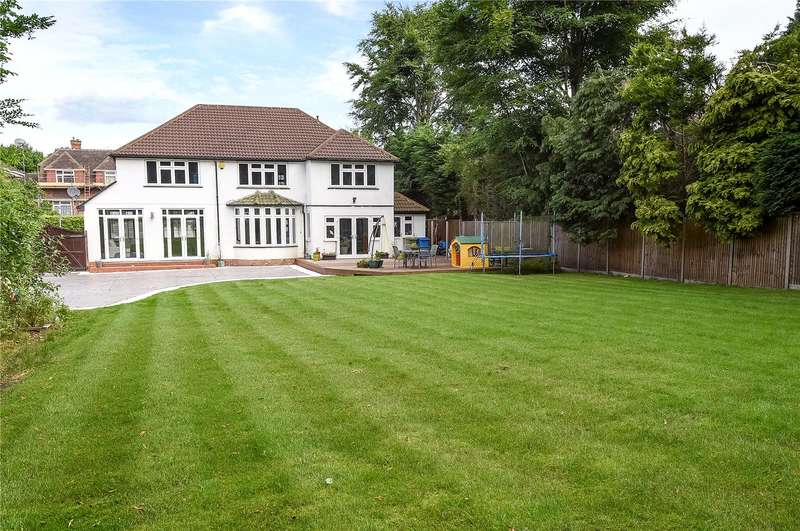 5 Bedrooms Detached House for sale in Empress Avenue, Farnborough, Hampshire, GU14