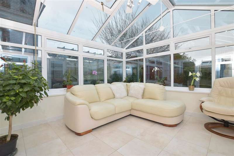 3 Bedrooms Detached House for sale in Fellows Gardens, Yapton, Arundel, West Sussex