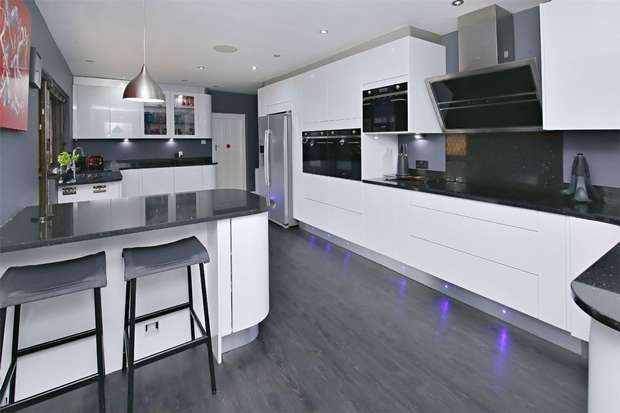 5 Bedrooms Detached House for sale in Mount Pleasant Lane, St.Albans, Bricket Wood, Hertfordshire